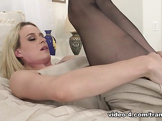 Nikki Vicious in Tranny Hoes in Pantyhose #04 - TrannyPros