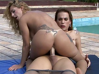 TransPantyhose Video: Evelyn and Julia